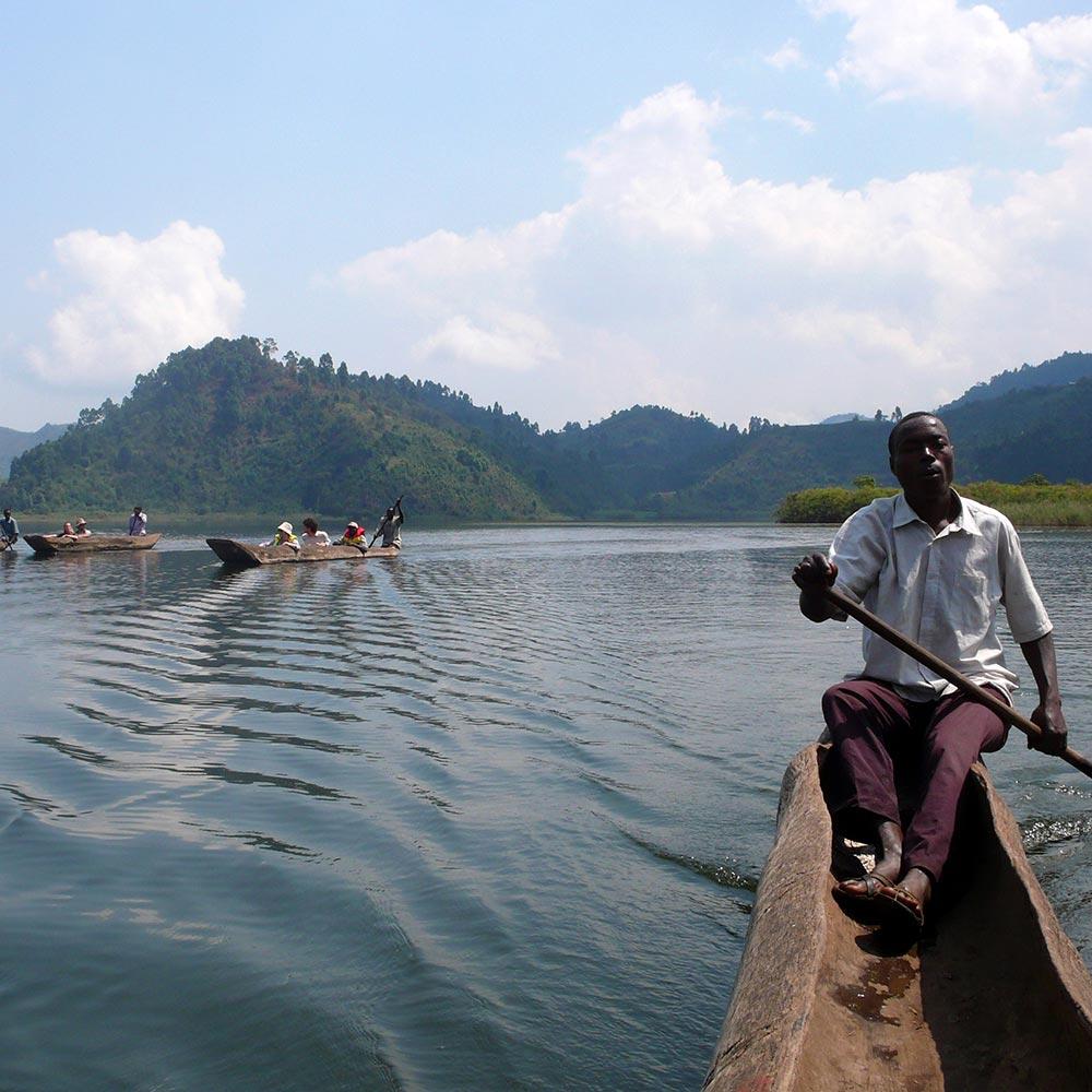 canoe-on-lake-mutanda