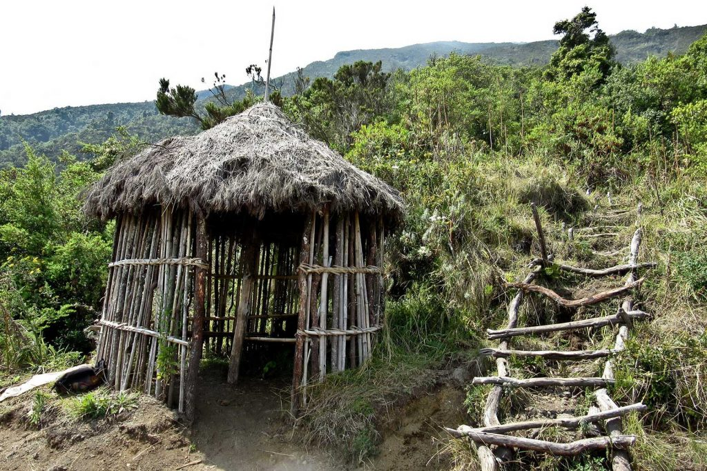 mgahinga batwa culture trail