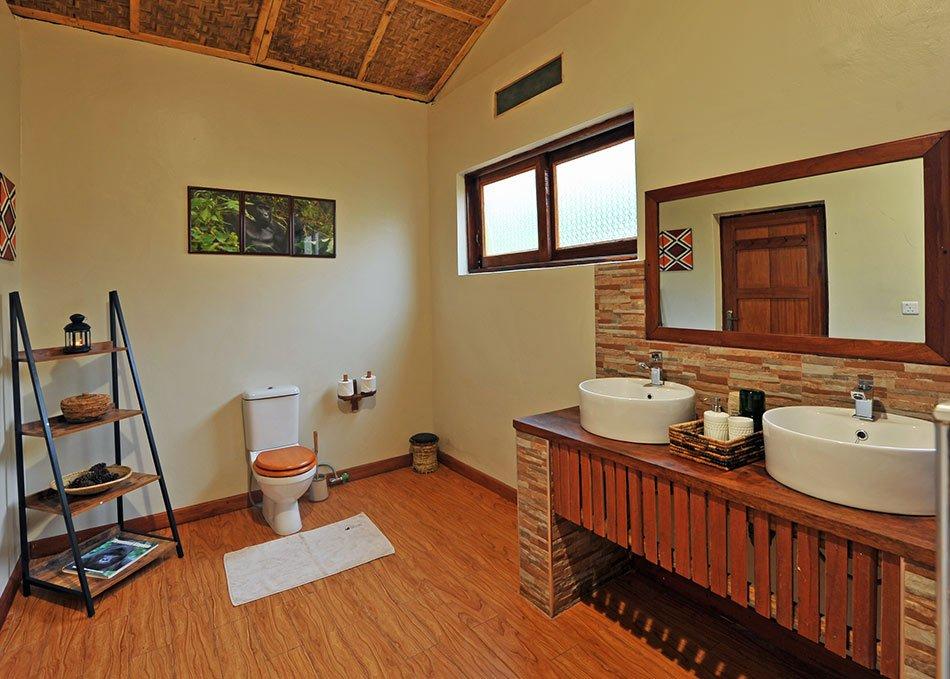 Nkuringo Lodge Bathroom